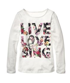 H&M is such a great source for affordable fast fashion.  This sweatshirt is so cute I wish it wasn't just for juniors!