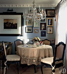 charming dining space with blue walls, intriguing art and white trim French Interior, Classic Interior, Interior Design, English Decor, Blue Rooms, Blue Walls, Vintage Interiors, Elegant Dining, Cool Chairs