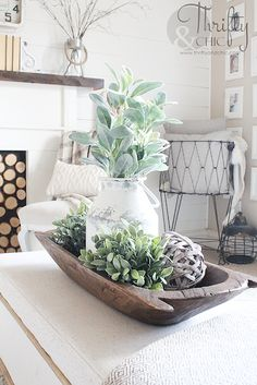 Farmhouse style living room decor and decorating ideas. Cottage style living room inspiration. Fixer upper style living room