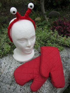 Upcycled Clothing Lobster Costume Alice in Wonderland Red Felt Covered Headband… Crab Costume, Lobster Costume, Diy Costumes, Halloween Costumes, Halloween Crab, Easy Halloween, Costume Ideas, Sebastian Costume, Hummer