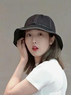 GFriend's SinB (Hwang Eunbi) at Incheon Airport Departure Sinb Gfriend, Role Player, G Friend, Meme Faces, Queen B, Baseball Hats, Celebs, Kpop, Bae