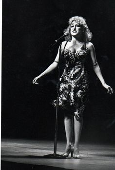 Bette Midler, Lady M, Pictures To Paint, Girl Crushes, Macaroni, Famous People, Singers, Ms, Celebrity