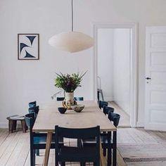 Peek Inside the Copenhagen Home of Signe Birkving Bertelsen - Nordic Design Nordic Interior, Interior Styling, Interior Design, Dining Chairs, Dining Table, Lounge Chairs, Nordic Design, Design Design, Scandinavian Home