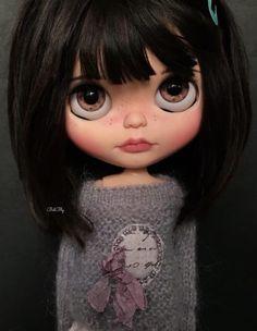 Hie everyone 😊 This is Nebet my latest blythe custom Hope you like her ADOPTED Ooak Dolls, Blythe Dolls, Art Dolls, Pretty Dolls, Beautiful Dolls, Crea Fimo, Cute Cartoon Girl, Doll Clothes Barbie, Real Doll