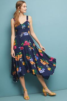 75a040237125 A sweetheart neckline and floor-grazing length give this maxi dress a  romantic feel that's