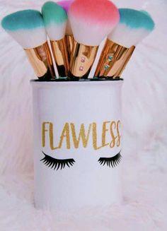 Makeup Revolution Blush Palette, Revolution Palette, Makeup Palette, Make Makeup, Makeup Brush Holders, Makeup Guide, Makeup Brushes, Makeup Jars, Decoration