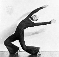 Ted Shawn -- Ted Shawn 1891 - was one of the first notable male pioneers of American modern dance. Along with creating Denishawn with wife Ruth St. Denis he is also responsible for the creation of the well known all-male company Ted Shawn and His Modern Dance, Contemporary Dance, Shall We Dance, Lets Dance, Dance Careers, Dance Socks, Dance Images, The Dancer, Louise Brooks