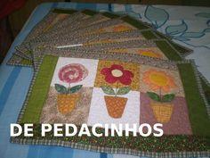 Jogo americano- PAPS     Meninas fofas  Aqui vou mostrar que se pode fazer um lindo trabalho e economizar tecidos.  tem tecidos que são m...