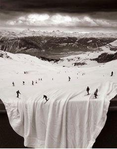 Les sports d'hiver te mettent dans de beaux draps... / Photo montage by Thomas Barbey.