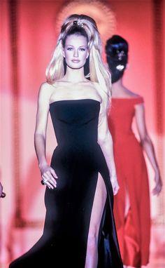 Karen Mulder -  Atelier Versace Couture Runway 1992/1993