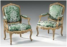 paire de fauteuils à châssis, à dossier plat. Estampille de PLUVINET (Philippe Joseph) reçu Maître le 14 Juillet 1754, Epoque Louis XV.