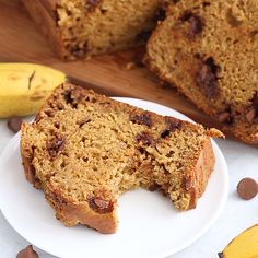 This Healthy Banana Bread with coconut oil is about to change your life. Its made with white whole wheat flour roasted bananas coconut oil and dark chocolate chips. Healthy Banana Bread, Banana Bread Recipes, Cake Recipes, Banana Bread Reteta, Banana Cake Recipe With Oil, Banana Bread Coconut Oil, Healthy Chocolate, Chocolate Chips, Chocolate Banana Bread
