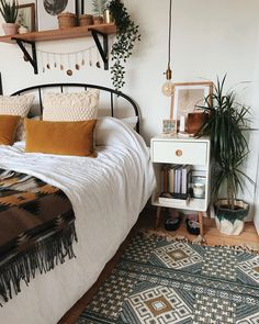 What are the Secrets of the Bohemian (Boho) Style? 4 ways to blow bohemian style at home …, … – Bedroom Inspirations Boho Bedroom Decor, Room Ideas Bedroom, Bedroom Inspo, Home Bedroom, Ikea Bedroom, Bedrooms, Tribal Bedroom, Bedroom Inspiration, Bedroom Furniture