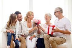 Что подарить родителям: гид по интересным подаркам - Блог о праздниках