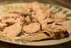 Insalata di petti di pollo alla Piemontese Una ricetta tipica della cucina piemontese, è semplicissima da preparare ma anche molto saporita. Si adatta a tutte le occasioni ed in particolare quando si ha voglia di un piatto leggero e facile da preparare.
