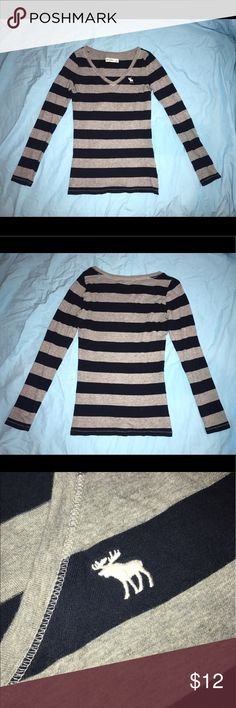 Abercrombie kids long sleeve t-shirt Gray/navy blue striped long sleeve t-shirt in excellent condition! Size large in kids (adult XS) abercrombie kids Shirts & Tops Tees - Long Sleeve
