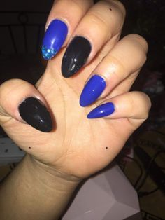 #acrylicnails #black #blue #blueglitter #glitter #almond Almond Acrylic Nails, Blue Glitter, Beauty, Black, Beleza, Black People