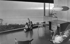Family enjoying views over the Pacific Ocean, The Wise House, Richard Neutra, built 1957.