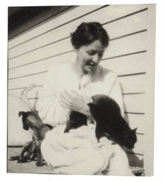 Georgia O'Keeffe with Cat and Dog in Amarillo, Texas :: Photography
