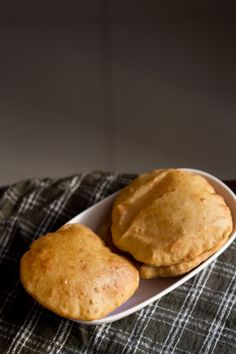 banana pooris or mangalore buns - mildly sweet fried bread made with mashed banana, flour and sugar. a specialty of mangalore in karnataka. step by step recipe.