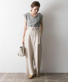 大人のこなれ感はグレートップスで作る♪夏の爽やか最旬コーデをチェック♪ Japanese Minimalist Fashion, Minimalist Street Style, Japanese Fashion, Tokyo Street Style, Street Style Summer, Fashion Pants, Fashion Models, Fashion Outfits, Smart Casual Outfit