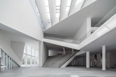 Comparing to traditional art, a distinguishing feature of contemporary art is the diversity form of representation. In order to facilitate this, Minsheng Contemporary Art Museum not only has the 5 meters clear height space of traditional art museum, but also has spaces of different sizes and dimensions: big box, middle box, small box, classic space, courtyard exhibition space, black box(multi-function performance, convention, exhibition spaces).