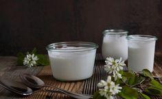 K O K O S M I L C H –J O G H U R T Darf ich vorstellen: Mein super leckeres,einfaches Kokosmilch-Joghurt-Rezept und dann noch selbst gemacht! Ähm… wie jetzt Joghurt aus Kokosmilch? Genau! Ich…