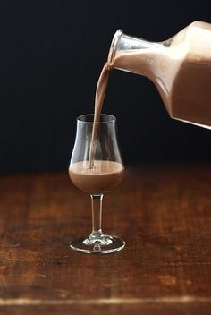 Mix this copycat version of Baileys Irish cream into your hot chocolate or coffee, whip up some holiday cocktails, or simply drink it poured over ice. Cocktails, Cocktail Drinks, Alcoholic Drinks, Party Drinks, Beverages, Homemade Baileys, Baileys Irish Cream, Liqueur, English Food