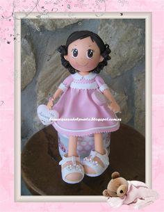 La Marquesa del Puerto: Bebita sentada en una cajita.