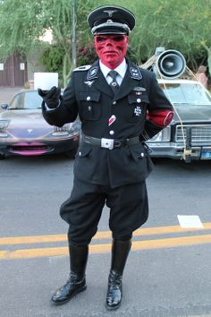Red Skull Cosplay: this guy eats Nazis for breakfast, with toast and tea.