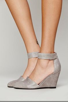 Jeffrey Campbell Womens Peaks Point Wedge