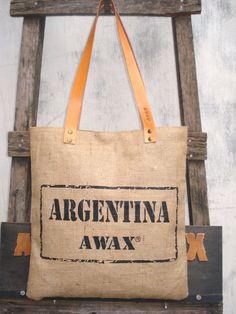 Bolsas de hilo de yute y correas de cuero.  Hecho a mano  AWAX ARGENTINA  www.facebook.com/awaxtextiles