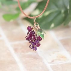UV resin Grape Earrings tutorial UV resin and resin dye are available Resin Jewelry Tutorial, Resin Jewelry Making, Earring Tutorial, Jewelry Making Tutorials, Resin Tutorial, Wire Jewelry Designs, Handmade Wire Jewelry, Jewelry Crafts, Beaded Jewelry