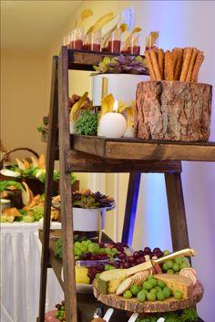 Rustic buffet setup / Buffet picaderas- bocadillos by KettyDelights