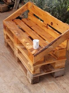 Outdoor Pallet Sofa Sofas -so love the Pallet recycling!