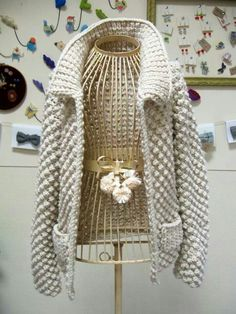 Knit.... This is so gorgeous! Would love to know what the pattern is.