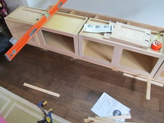 DIY Built in bench seat - all the instructions! Banquette Home Depot cabinets Built In Bench, Bench Seat, Diy Bench, Shabby, Amber Interiors, Construction, My New Room, Home Projects, Diy Furniture