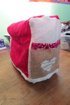 Cobertor Maquina de Coser con bolsillos a ambos lados.
