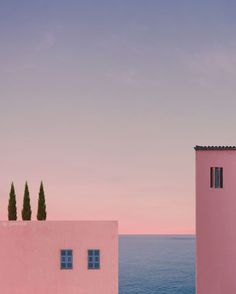 French Photographer Andria Darius Pancrazi Captured Endless Summer In Minimalist Pictures Minimal Photography, Summer Memories, French Photographers, Pink Aesthetic, Aesthetic Pictures, Aesthetic Wallpapers, Beautiful Places, Exterior, Landscape