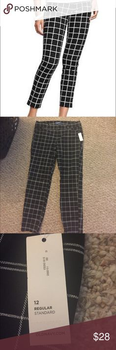 BNWT Old Navy Pixie Pants size 12 Black and white checker pattern pixie pants. These hit at the ankle for a 50s vibe and look great for work or a night out! They have a bit of a stretch to them as well, which makes them super comfy! Old Navy Pants Ankle & Cropped