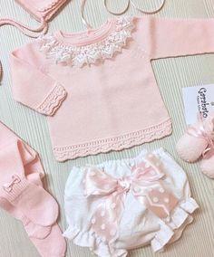 Nos enamora esta preciosidad de @garabatosinfantil Beautiful ❤❤•••Si te gusta déjanos un comentario, nos importa!! Gracias!! #modaespañola #modainfantil #ropaespañola #ropainfantil #hechoenespaña #madeinspain #modaespaña #kidsstyle #niñasconestilo #spain #modainfantilchic #kidsfashion #spanishbrand #cutekidsfashion#fashionkids #baby #babygirl #sweetbaby #babyfashion #childrensfashion #cutekidsclub #instababy #littlebaby #modainfantilespañola #modainfantilmadeinspain