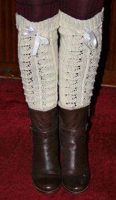 Luxury in your boots. Drops patterns are very well translated. Knee socks are knitted by pattern fa-271.
