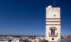 """""""Torre Tavira - Cámara Oscura"""" Torre mirador barroca de s.XVIII, situada en la cota más alta del casco antiguo de Cádiz. Tiene dos salas de exposiciones, un mirador desde donde se divisa toda la panorámica de la ciudad y la primera cámara oscura que se ha instalado en España. Cadiz, Portal, Carta Magna, Rainy Day Activities, Andalusia, Travel Bugs, Granada, Rainy Days, Trip Advisor"""