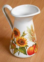 herbstliche Deko  http://bastelzwerg.eu/wunderschoen-herbstliche-Metallkanne-Sonnenblumen-und-Kuerbisse?source=2&refertype=1&referid=168