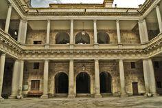 Patio del Palacio de Anaya, Facultad de Filología, Universidad de Salamanca, España.