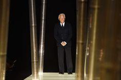Re Giorgio è sempre il nostro preferito. Un vero figo. La sua collezione Haute Couture, Giorgio Armani Privé, non fa in tempo a scendere dalla passerella che subito la vediamo sui red carpet di mezzo mondo.