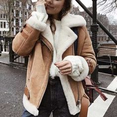 brown faux sheepskin coat fur lined leather shearling bomber jacket faux Winter Coat Outfits, Leather Jacket Outfits, Leather Fur Jacket, Faux Shearling Jacket, Brown Jacket Outfit, Sheepskin Coat, Outfit Trends, Winter Jackets Women, Street Style