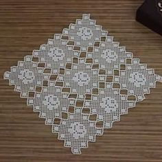 This Pin was discovered by HUZ Filet Crochet, Crochet Art, Thread Crochet, Crochet Motif, Crochet Doilies, Crochet Flowers, Vintage Crochet, Crochet Blocks, Crochet Borders