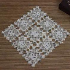 This Pin was discovered by HUZ Filet Crochet, Crochet Art, Thread Crochet, Crochet Motif, Crochet Doilies, Crochet Flowers, Crochet Patterns, Vintage Crochet, Crochet Blocks