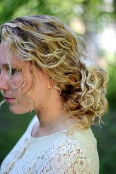 Curly hair updo | The Magpie Collective